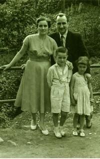 1954 Con mis padres en la fiesta de la Soledad de Enverniego